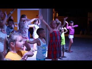 Отель  Dessole Blue Star (Крит) август 2013. Клубный танец на мини диско.