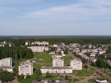 Глядя на аккуратную советскую архитектуру города, и не подумаешь, что Советской власти уже нет…