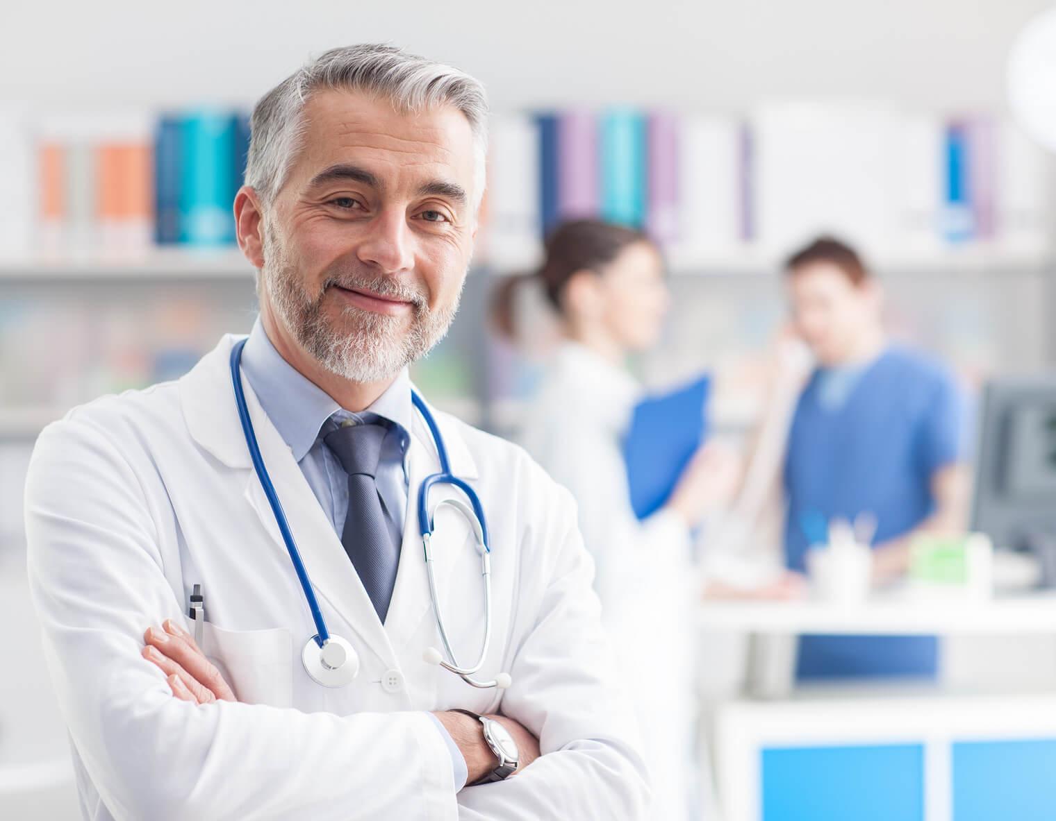 Чем занимается главный врач?