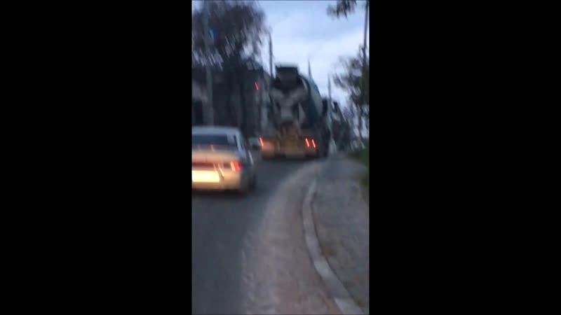 Новороссийцы пожаловались что миксеры проливают бетон на дороги