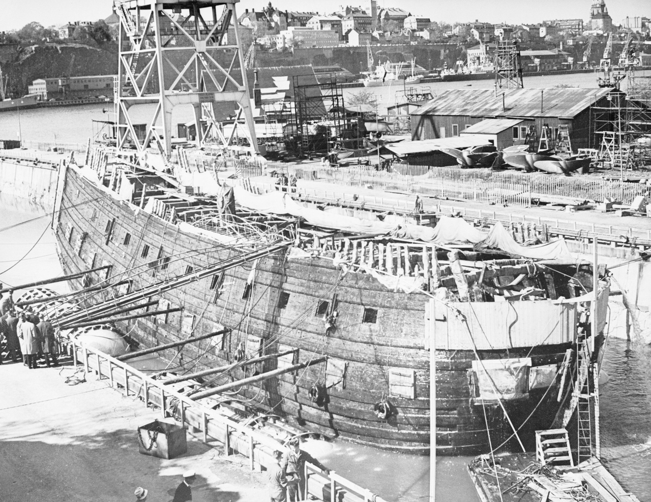 """Поднятие со дна затонувшего в 1628 году боевого корабля """"Ваза"""", Стокгольм, 1961 год."""