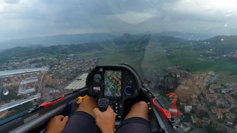 Spectacular Glider Touchdown in Rain _ 15 m LS8-e neo _ Pavullo _it_ .mp4