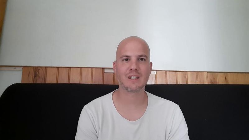 Hommage à Tommie Lindh, patriote suédois tué par un clandestin pour sauver dun viol une suédoise.