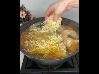 Суп с домашней лапшой (ингредиенты в описании видео)