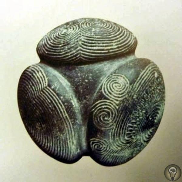 Каменные атомы древности В коллекции Ашмольского музея Шотландии (Ashmolean Museum) хранятся пять необычных резных каменных шаров. Назначение этих предметов археологи объяснить затрудняются.
