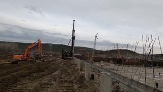 Работа сваебойной установки СП-49Д на строительстве Бельбекского водозабора