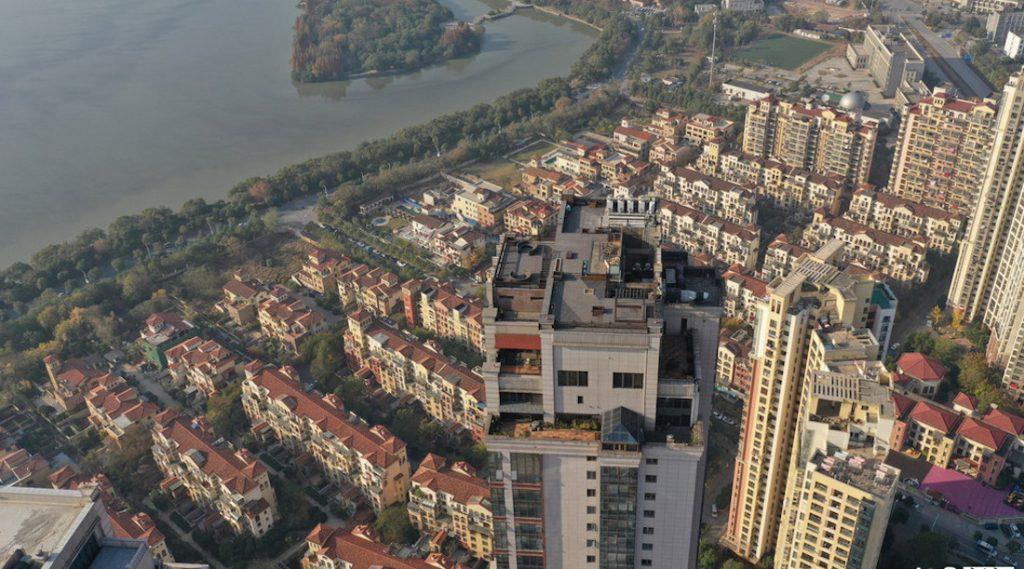 Предприимчивый китаец нелегально построил трёхэтажный пентхаус на крыше небоскрёба