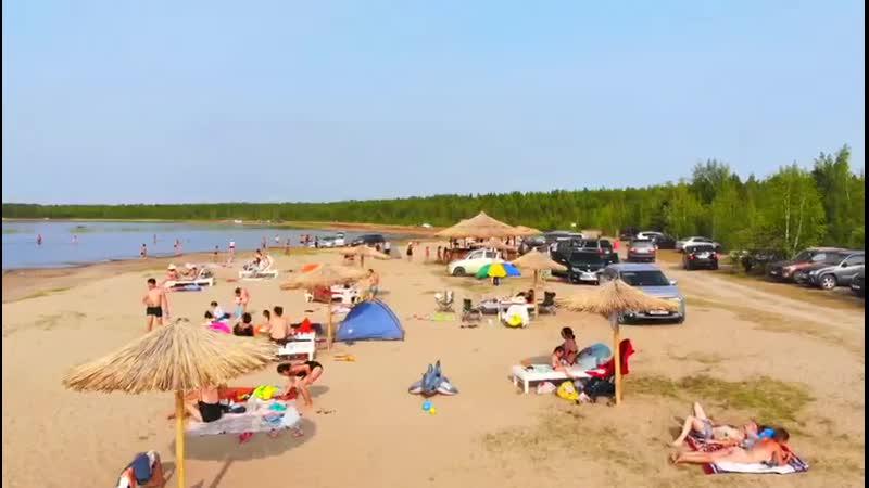 Пляж Мааччыйа күөлүгэр. Төхтүр Мэҥэ Хаҥалас
