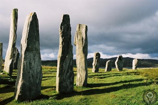 Народ гигантских камней Мегалиты это особые сооружения, которые состоят из каменных глыб и плит. Подобные сооружения встречаются по всему миру. И вызывают нескончаемый интерес как у ученых, так