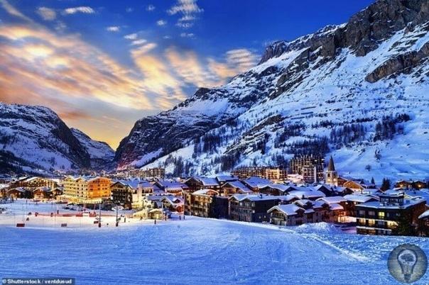 КРАСОТА И ВЕЛИЧИЕ АЛЬП. Альпы - обширная система горных хребтов, полностью расположенная в Европе. Она простирается примерно на 1200 км и находится в восьми странах: Франции, Швейцарии, Монако,
