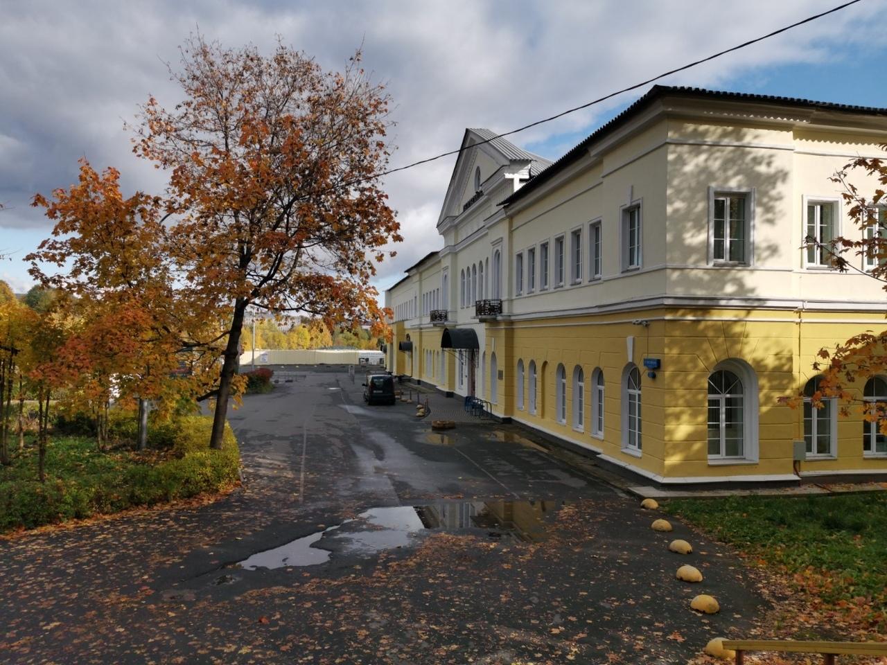 Здание, в котором находится апарт-отель «9 Ночей» г. Петрозаводск