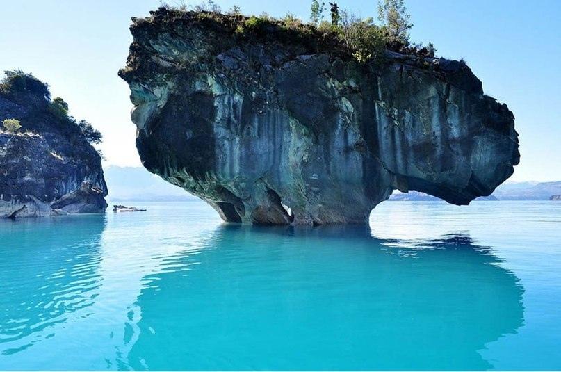 На границе между Чили и Аргентиной находится одно из самых красивейших мест нашей планеты - Мраморные пещеры Чиле-Чико, изображение №4