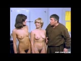 ENF, CMNF-отрывок из немецкой комедии  две смущённые женщины раздеваются догола перед одетым мужчиной