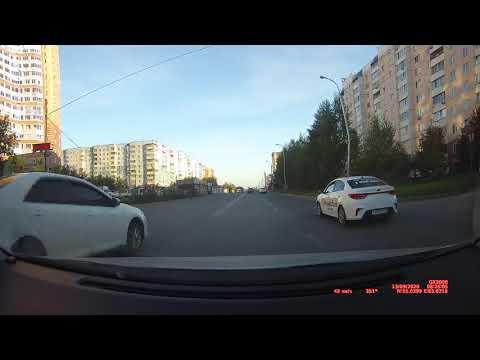 Camry белая Е494ТК154 2 раза обгон через двойную сплошную и проезд на красный Новосибирск