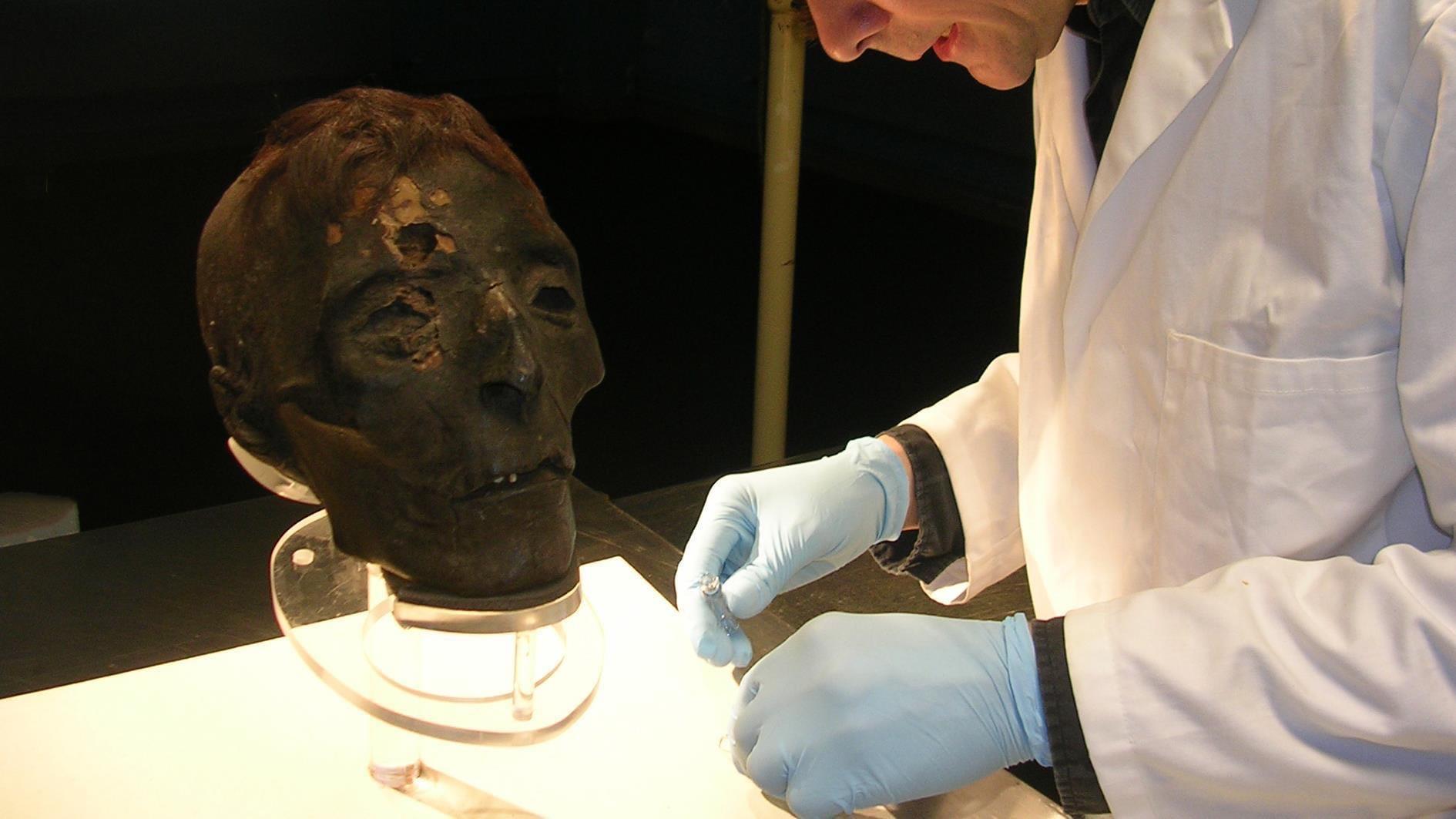 Страдающий раком завещал своё тело науке. Из него сделали мумию.