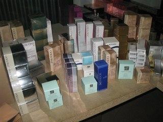 Купить парфюмерию и косметику оптом в москве дешево платья из 15 каталога эйвон