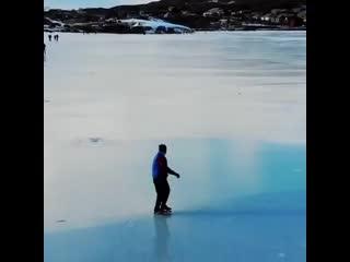 Замерзшее озеро Мочох в Дагестане привлекает любителей зимнего отдыха