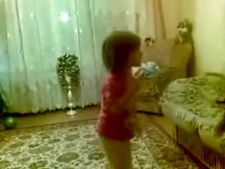 Малышка ругается на родителей)