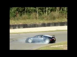 NEW crazy car accident!!Bugatti Veyron crash!