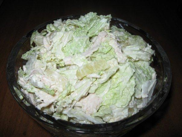 Салат из пекинской капусты, курицы и ананаса  на 100...