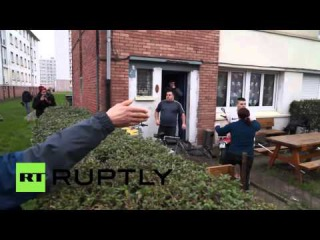 France: Tensions flare as Calais resident points gun at pro-refugee rally