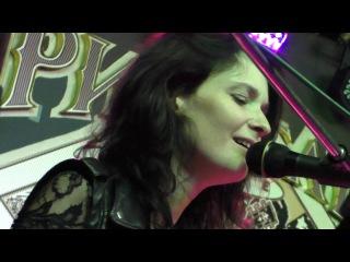 Layna Shery - Knockin' On Heaven's Door (Bob Dylan cover) @ Rhythm'n'Blues Cafe