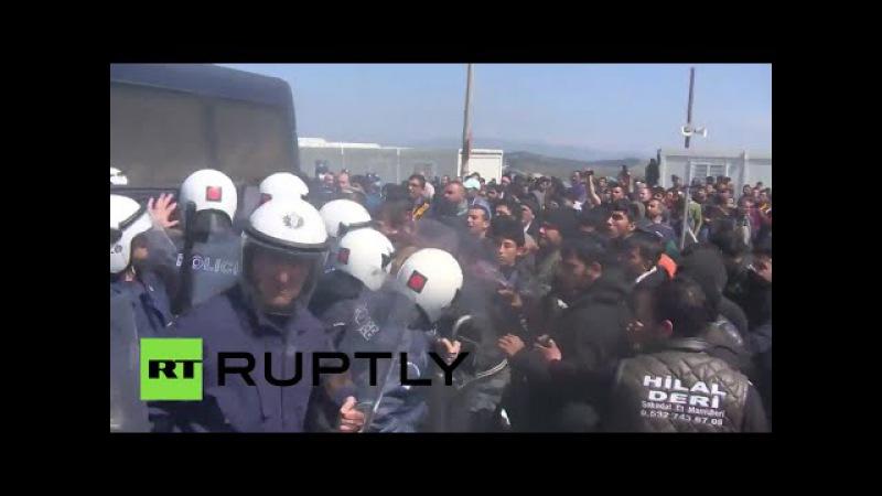Griechenland Schwere Zusammenstöße mit der Polizei im Idomeni Flüchtlingscamp
