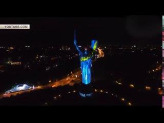 Родину-мать в Киеве сдали под рекламу VISA
