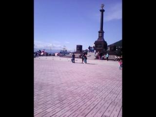Так отдыхают жители города Петропавловск - Камчатский , на берегу Авачинской бухты .