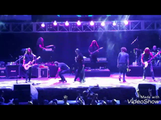 Tarja turunen se cae en concierto y se enoja