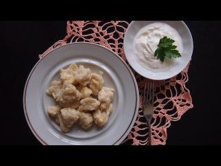 Быстрые завтраки: сырные клецки со сметаной.