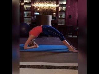 """VALERIYA on Instagram: """"Продолжаю рубрику """"Домашние тренировки"""" , которая спонтанно возникла благодаря Вам. Столько лет тренируюсь, но практически ..."""