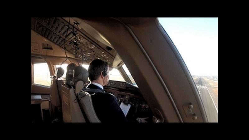 Boeing 777-200ER cockpit Approach and Landing into New York JFK 2012