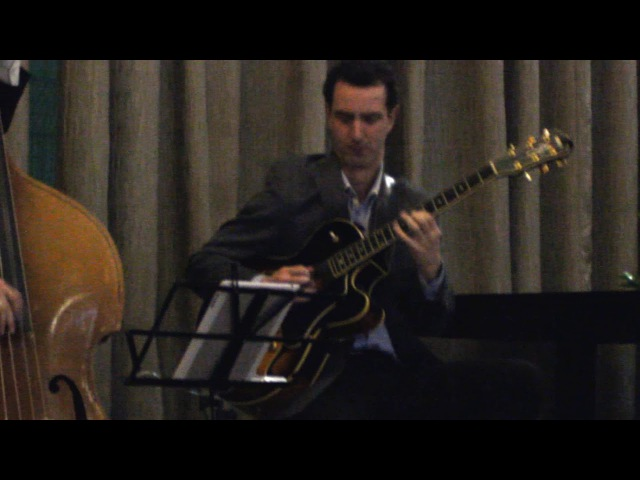 Anton Deryabin (guitar) Lev Shmakov (double bass) play Corcovado