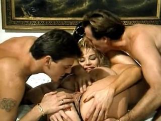Эротические приключения Красной шапочки (С русским переводам) / Le Avventure erotiX di Cappuccetto Rosso (1993)