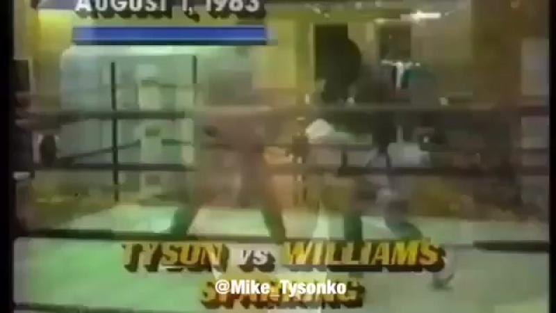 Майк Тайсон в 17 лет спаррингует против 24 летнего боксера