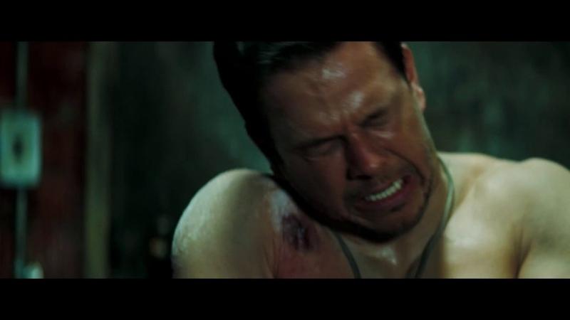 Фильм Стрелок 2007 Снайпер Сваггер Марка Уолберга делает импровизированую капельницу