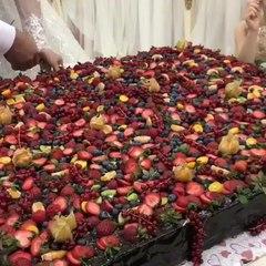 Я Мама - Кулинар on Instagram: Это пожалуй самый вкусный свадебный торт  сколько же ягод  А вам понравился  Оцените от 1 до 10