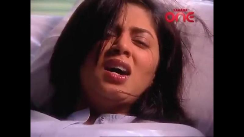 Kavita Kaushik stabs herself