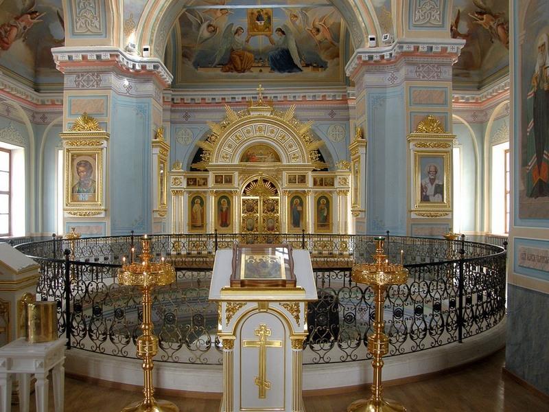 Троицкий собор Успенского монастыря в Старице.
