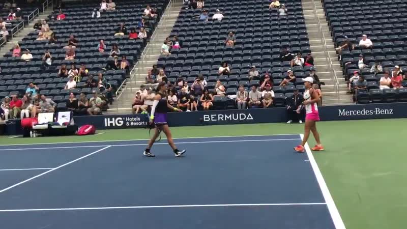 @ashbar96 and @vika7 doubles semi usopen barty Azarenka