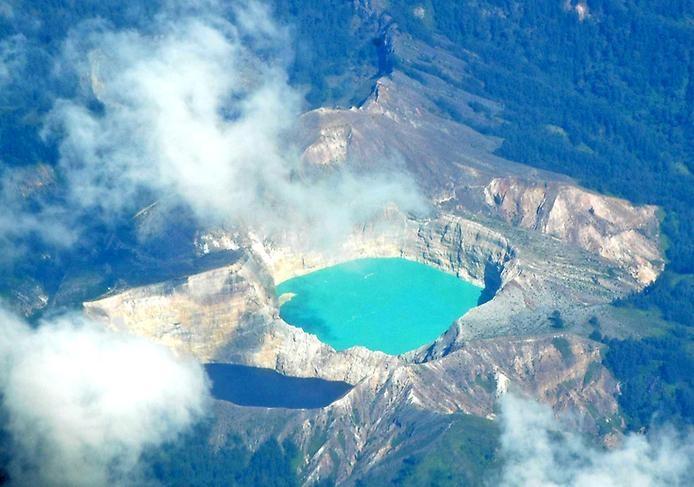 Цветные озера Келимуту, изображение №6