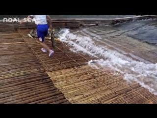 Удивительная речная бамбуковая система ловушек для лова рыбы Amazing River Bamboo Fish Trap System To Catch Huge Fish Make By Sm