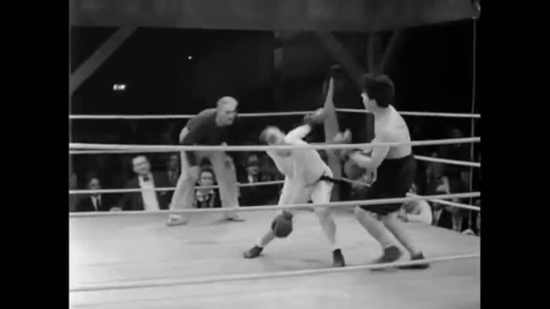 Чарли Чаплин на ринге фрагмент из фильма Огни большого города 1931