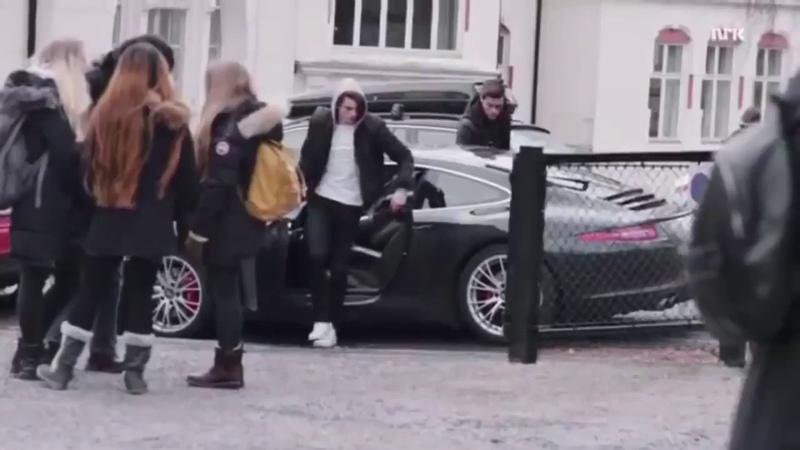 Скам выход из машины Крис и Вильям
