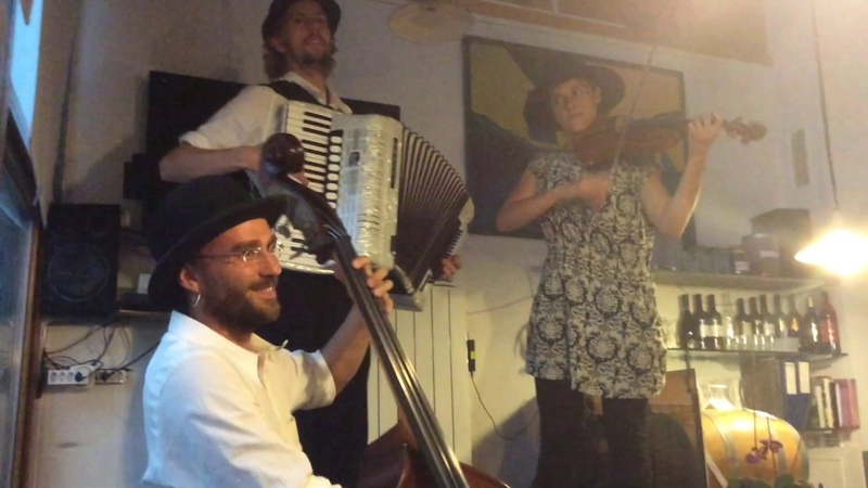 One Evening in a Switzerland Village Бродячие музыканты в швейцарской деревне