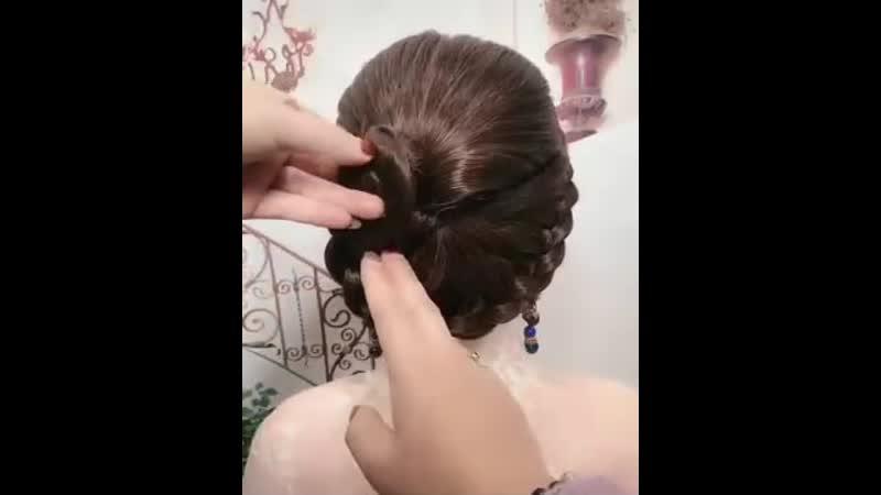 Классная прическа на длинные волосы с плетением