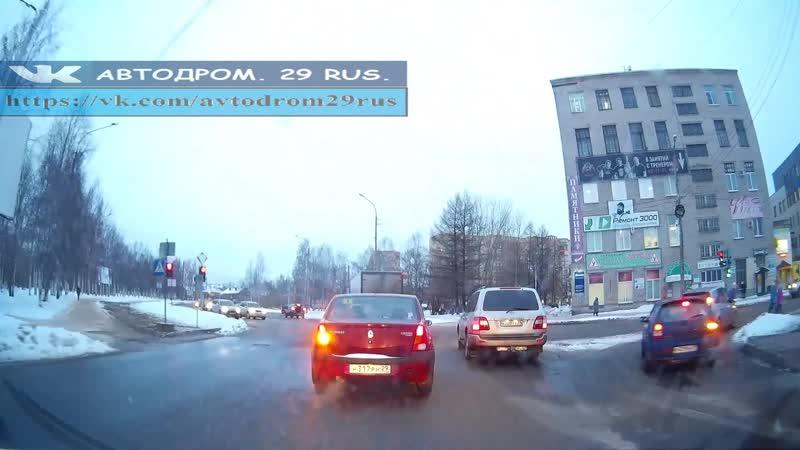 Архангельск. Знаки и ПДД не для него.