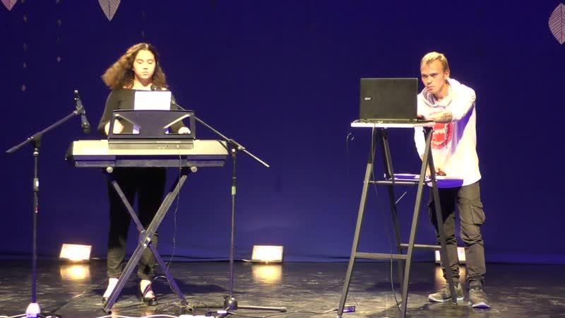 Полина Слатышева и Артём Ерыкалов на осеннем концерте 29 сентября 2019 года.