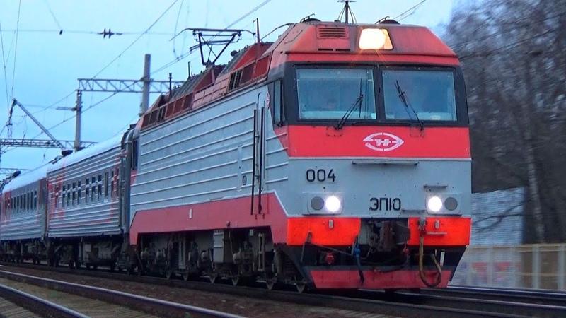 Электровоз ЭП10 004 со скорым дневным поездом №121 Москва Брянск
